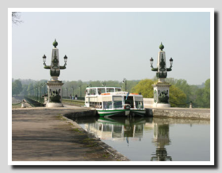 Pont canal - Briare - France - CC: all-free-photos.com